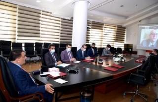 Gürkan, Cumhuriyet Üniversitesi öğrencileri ile...