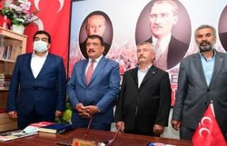 Başkan Gürkan, Hekimhan Ak Parti Ve Mhp İlçe Başkanlığını...