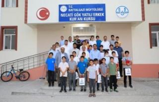 Başkan Güder, hafız olan 25 öğrenci için düzenlenen...