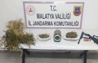 Malatya'da  kilo 120 gram esrar geçirildi