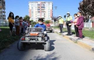 Battalgazi trafik parkta minik öğrencilere eğitim...