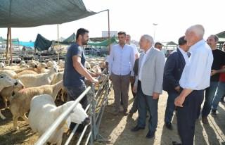 Başkan Güder, Canlı Hayvan Pazarı'nda Vatandaşlarla...