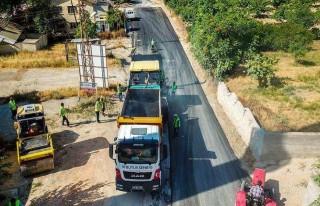 Büyükşehir Bahri Mahallesinin Yollarını Asfaltlıyor
