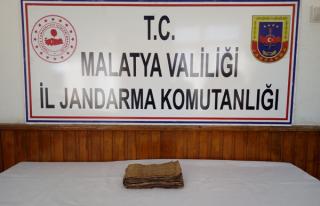 Doğanşehir'de el yazması tarihi kitap yakalandı