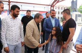 Malatya Meydanında MHP Vatandaşlarla Bayramlaştı