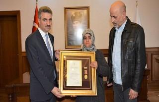 Şehit Yakınları ve Gazimize Devlet Övünç Madalyası...