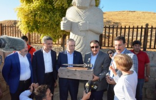 Vali Baruş GS Kulüp Başkanı Mustafa Cengiz ile...