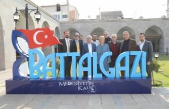 Başkan Güder, Fenerbahçe Yönetimine Tarihe Yön Veren Battalgazi'yi Tanıttı