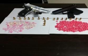 Uyuşturucu hap ve tabanca ele geçirildi