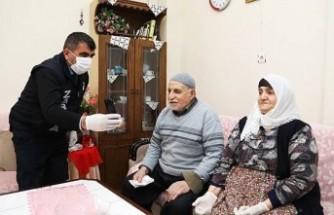Başkan Güder, Bağış Yapan Yaşlı Çifte Teşekkür Etti