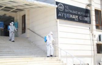 Battalgazi Belediyesi İbadete Açılacak Camilerde Dezenfekte Çalışması Başlattı