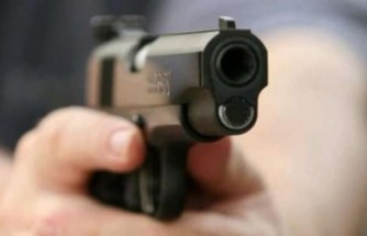 Evine Gelen İcra Memurunu Silahla Vurdu