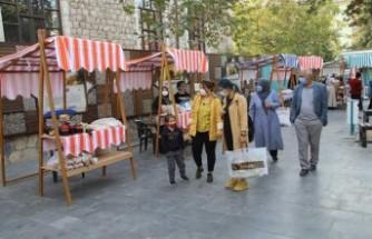 Malatya'nın İlk 'Hanımeli Pazarı' Gazi Parkı'nda Açıldı