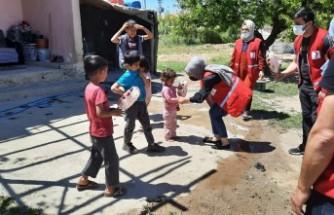 Kızılay Yeşilyurt Şubesi Şahnahan'a Bayram coşkusu yaşattı