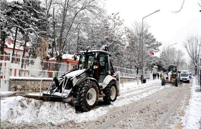 Malatya Büyükşehir Belediyesi'nin Karla Mücadelesi Sürüyor