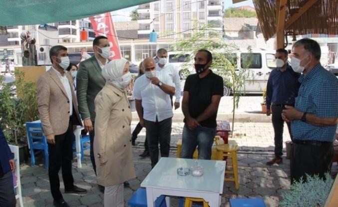 Malatya'yı Karı Karış Gezen Çalık, Vatandaşların Sorun ve Taleplerini Dinliyor