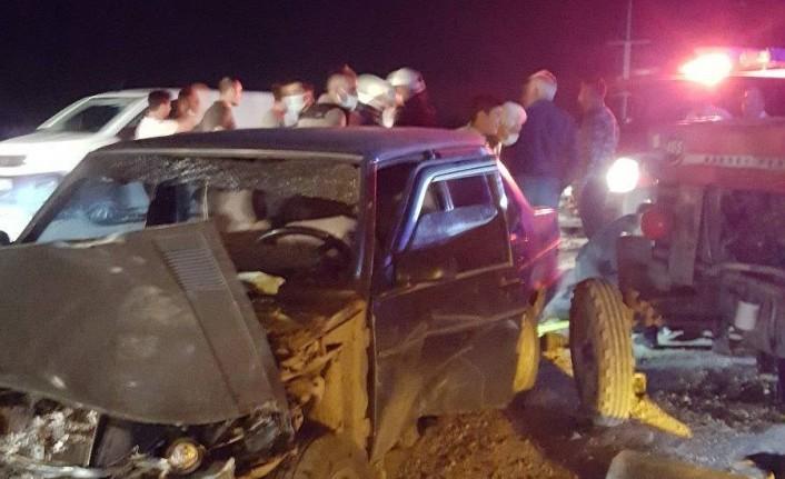Havaalanı Yolunda Otomobil ile Traktör Çarpıştı: 5 Yaralı