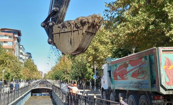 Büyükşehir Belediyesi Kanalboyunda Temizlik Çalışması Yaptı