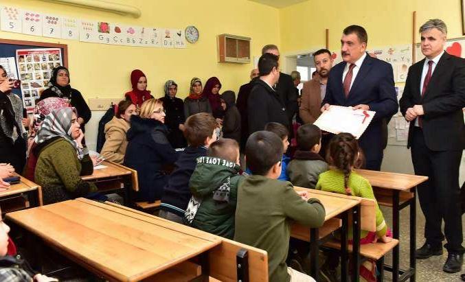 Başkan Gürkan Öğrencilerin Karne Sevincine Ortak Oldu